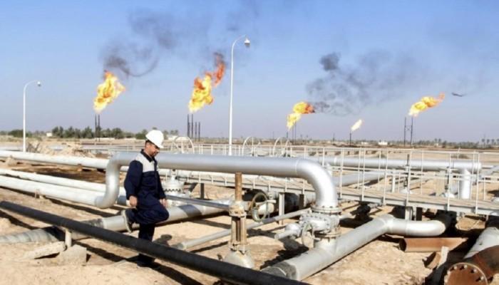 النفط يواصل مكاسبه رغم توقعات ضعف الطلب