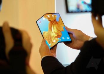 طرح هاتف هواوي القابل للطي الشهر المقبل والسعر 2400 دولار