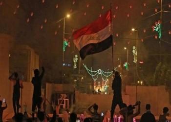 متظاهرون يرفعون علم العراق فوق السفارة الإيرانية في كربلاء