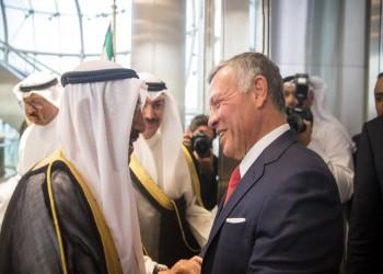 أمير الكويت يستقبل العاهل الأردني بأرض المطار