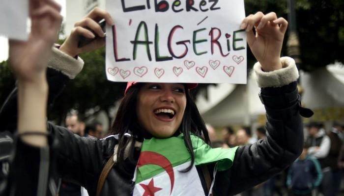 الجزائريون يتظاهرون رفضا للانتخابات ويطالبون باستقلال جديد