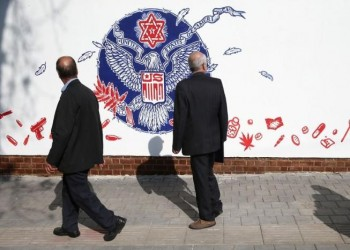 جداريات مناهضة لواشنطن في ذكرى اقتحام السفارة الأمريكية بطهران