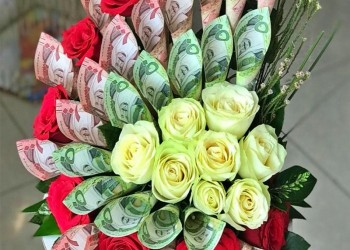 السعودية تتوعد بسجن مستخدمي الأوراق النقدية لتزيين الزهور