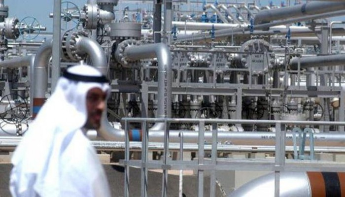 انخفاض أسعار النفط أضعف ميزانيات دول الخليج