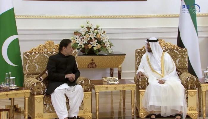 بن زايد وعمران خان يبحثان هاتفيا القضايا الإقليمية والدولية