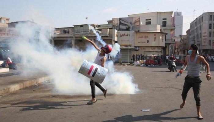 رايتس ووتش: الأمن العراقي يستهدف رؤوس المتظاهرين بقنابل الغاز