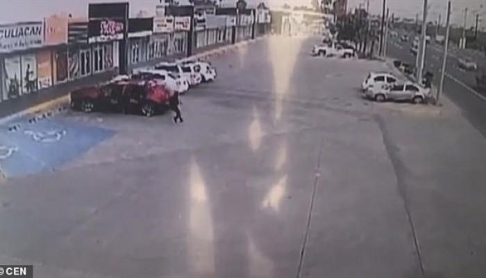 """اغتيال وحشي لشرطي مكسيكي اعتقل نجل """"آل باتشو"""" (فيديو)"""