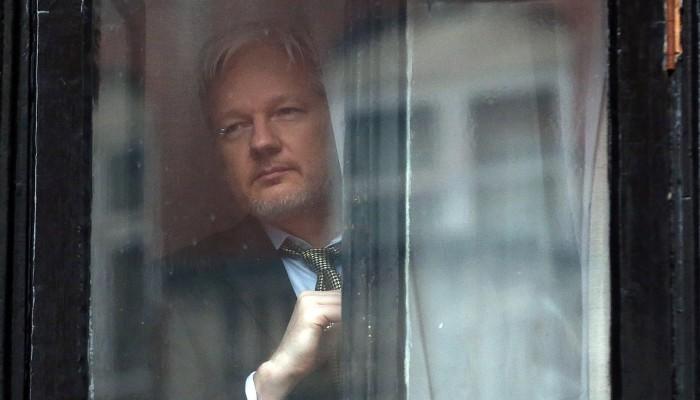 والد مؤسس ويكيليكس يحذر: ابني ربما يموت بالسجن