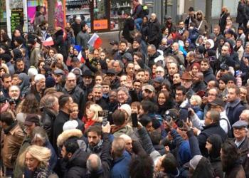 """آلاف المتظاهرين يرفعون شعار """"كفى للإسلاموفوبيا"""" في باريس"""