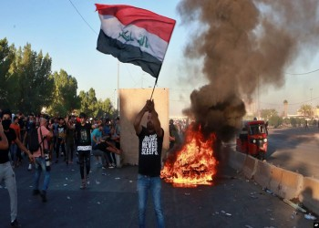 الإندبندنت: المذابح بحق المحتجين بالعراق شبيهة بتكتيك السيسي عام 2013