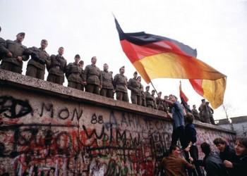لماذا لم يسقط جدار برلين في العالم العربي؟