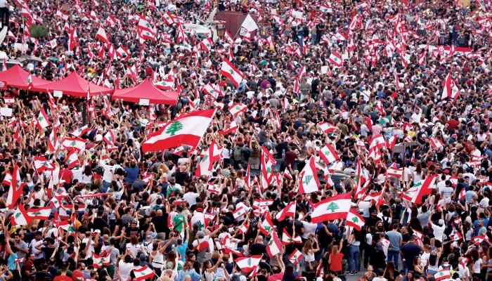 لبنان يستعد لإضراب عام الثلاثاء.. و30 مركب صيد في احتجاجات اليوم