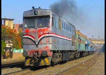 مصرع مصري سقط من القطار بعد مشاجرة مع الكمسري بسبب غرامة التدخين