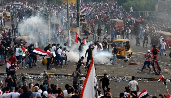 العراق يأسف لمقتل محتجين ويدافع عن أسلوب معالجة الاضطرابات