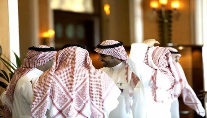 القبض على وافدين سخرا من الزي السعودي بالرياض