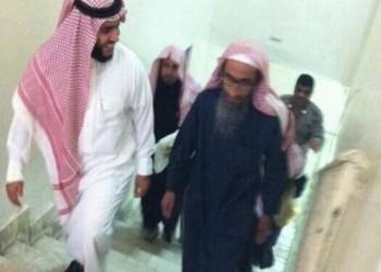 آلاف السعوديين يشيعون الداعية فهد القاضي الذي توفي بالمعتقل