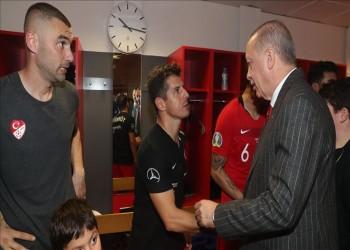 أردوغان يلتقي لاعبي منتخب بلاده بعد تأهلهم إلى يورو 2020