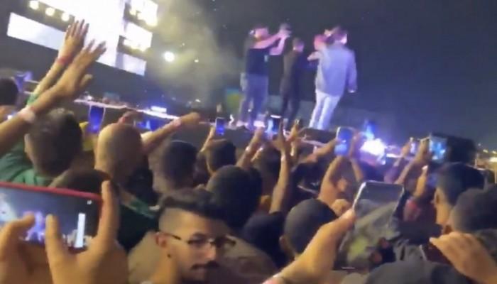 فعل غير أخلاقي في حفل غنائي بالرياض يثير ضجة واسعة