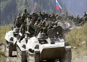مرعب.. فيديو مسرب يفضح تمثيل قوات روسية بجثة سوري