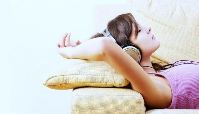 دراسة بريطانية تنصح بـ 10 أغاني للراغبين في الاسترخاء