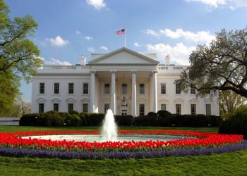 """البيت الأبيض يندد باستخدام """"القوة المميتة"""" ضد متظاهري إيران"""
