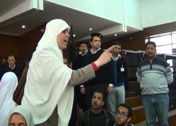 مصر.. والدة عائشة الشاطر تستغيث: حياتها في خطر