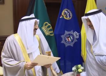 أمير الكويت لرئيس الحكومة المستقيل: تحملت البلاوي.. جزاك الله خيرا