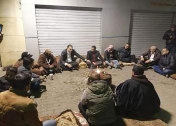وزير العمل الأردني يحاور المتعطلين عن العمل بالشارع