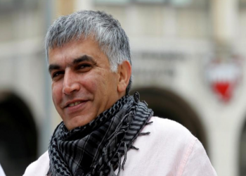سيناتور أمريكي يزور منزل الحقوقي البحريني المسجون نبيل رجب
