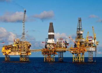 أسعار النفط تتراجع بعد زيادة المخزون الأمريكي وإنتاج قياسي