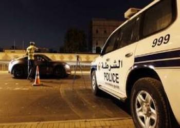 القبض على أجنبيتين وبحريني ارتكبوا أفعالا مخلة بالآداب
