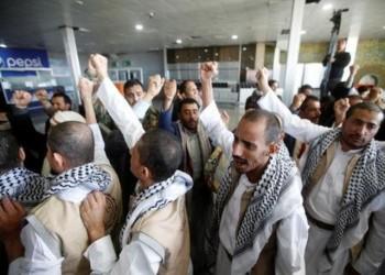 128 أسيرا حوثيا لدى السعودية يصلون إلى صنعاء
