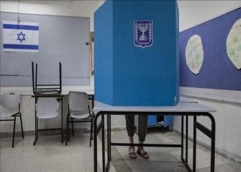 """استطلاع: حزب نتنياهو يتراجع أمام """"أزرق أبيض"""""""