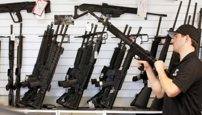 """الأمريكيون تسوقوا أسلحة تكفي مشاة البحرية في """"الجمعة السوداء"""""""