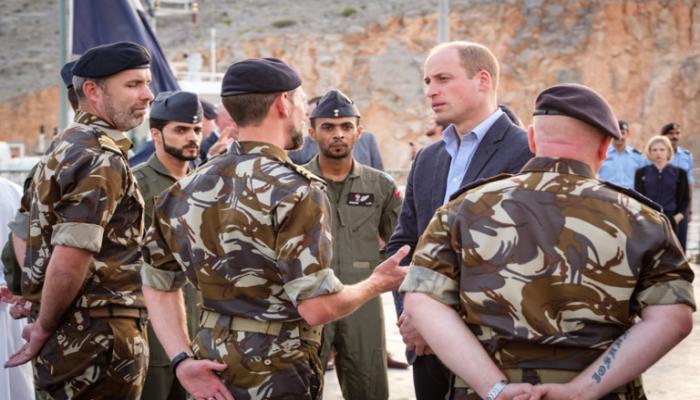 الأمير ويليام يشهد مناورات بريطانية عمانية