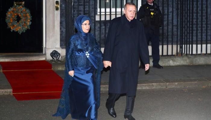 بريطانيا.. حضور لافت لعقيلة أردوغان بالحجاب في قصر باكنغهام