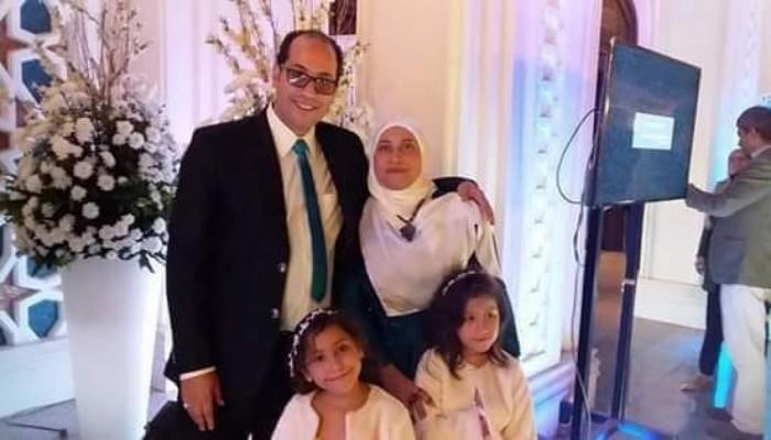 صحفي مصري معتقل مع زوجته: بناتي أمانة بأعناق الناس