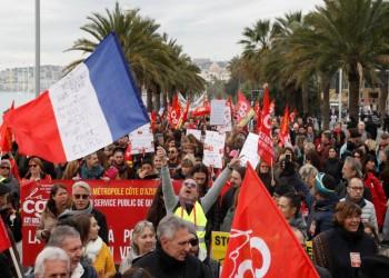 فرنسا.. عشرات الآلاف يحتجون ضد نظام التقاعد (فيديو)