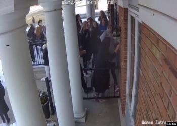 طالبة مسلمة بأمريكا تنقذ 100 من زملائها خلال إطلاق نار (فيديو)