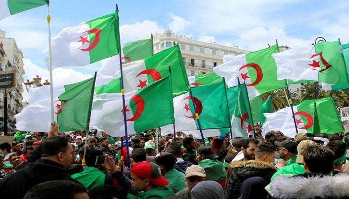 الآلاف يتظاهرون في الجزائر رفضا للانتخابات الرئاسية