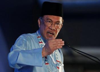 الحزب الحاكم في ماليزيا يجدد سعيه لتولي أنور إبراهيم رئاسة الوزراء