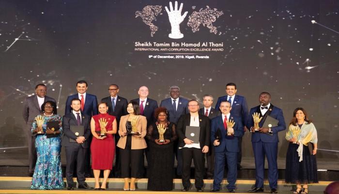 أمير قطر يكرم الفائزين بجائزة تميم الدولية لمكافحة الفساد