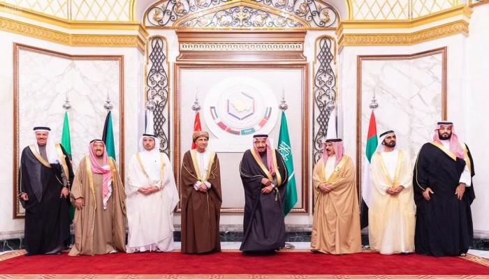 قمة الخليج تدعو إلى وحدة مالية ونقدية في 2025
