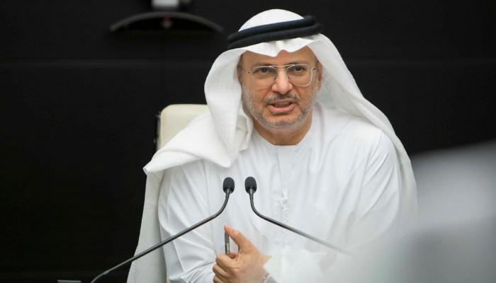 قرقاش ينتقد غياب تميم عن القمة الخليجية ويؤكد استمرار الأزمة