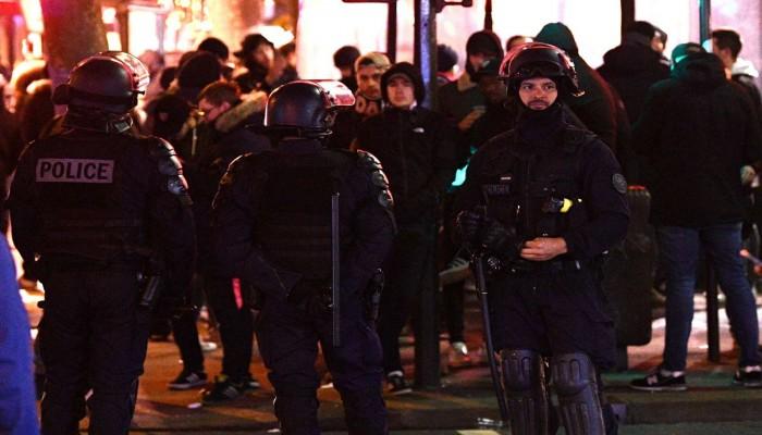 اشتباكات بين جماهير تركية وفرنسية في باريس.. وأنباء عن جروح خطيرة (فيديو)