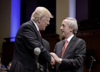 ترامب يستقبل قسيسا متهما بالتطرف ضد المسلمين واليهود