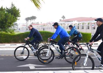 السيسي يظهر من جديد على دراجة هوائية من شرم الشيخ