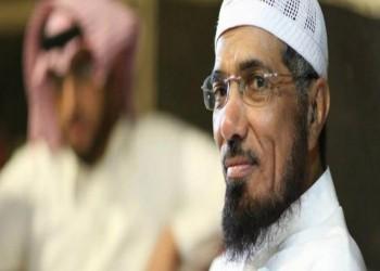 السعودية.. التحقيق مع معلم وضع سؤالا عن سلمان العودة
