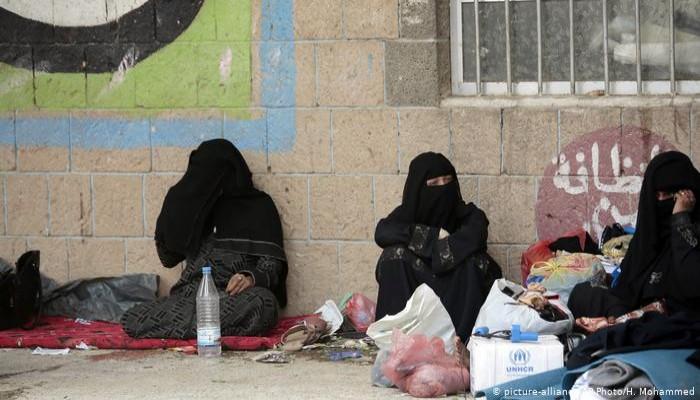 القصف أو انعدام الخدمات.. معاناة اليمنيين تبحث وقفا للحرب