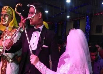 مصر.. يتيمان لم يجدا مدعوين لزفافهما فاحتشد الآلاف لإسعادهما
